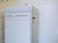 Waschtischunterschrank mit Schubladen und ausgeklügeltem Detail für die Papierrolle
