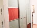 Aluminiumschiebetüren aus farbigem Glas