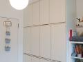 Kinderzimmerschrank-aus-Multiplex-weiß-mit-Grifffräsungen