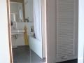 Badezimmerschrank aus Lärche mit LED