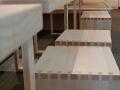 Restaurantausbau aus Eschenholz mit gezinkten Hockern
