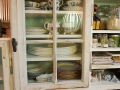 Küchenschrank aus alten Fenstern Detail