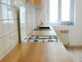 Küche-Multiplex-mit-Arbeitsplatte-aus-ausgesuchter-Eiche