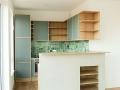 Küche-Tischlerplatte-Eiche-mit-Linoleumfronten-und-Imibetonarbeitsplatte-mit-LED-Beleuchtung_04