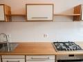 Küche aus Lärchenholz und Multiplex