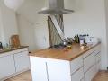 Küche aus Multiplex und Eichenholzarbeitsplatte