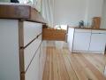 Küche aus Multiplex und Eichenholzarbeitsplatte Detail